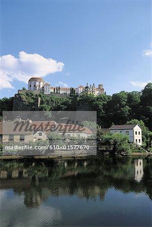 Czech Republic, Vranov, castle overhanging the Dyje