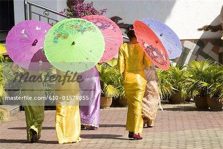 China, Yunnan, Xishuangbanna, near Jinghong, Dai Minority Park, young Dai women
