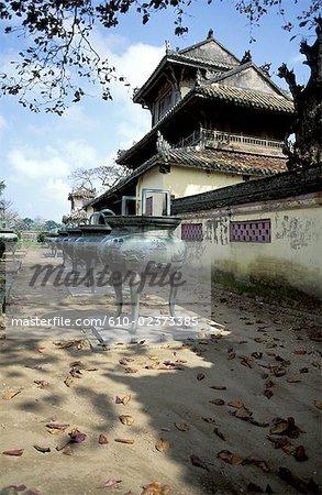 Vietnam, Hué, dynastic urns and pavillion of Splendour