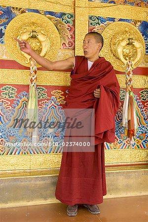 China, Sichuan, Tibetan Buddhist monk
