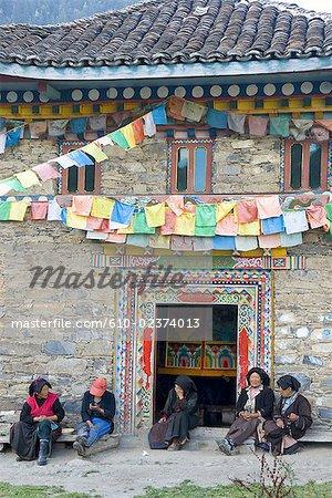 China, Sichuan, between Wenchuan and Dujiangyan, women by a little Tibetan temple