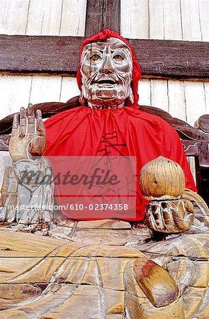Japan, Nara, Todai-Ji buddhist temple, wooden statue