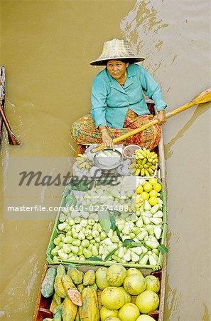 Thailand, Bangkok, Damnoen Saduak, floating market, fruits and vegetables seller