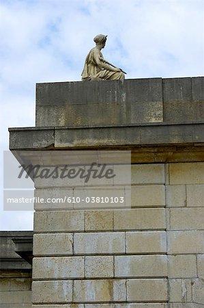 France, Paris (75), Ile de France, statue of the pont du carrousel