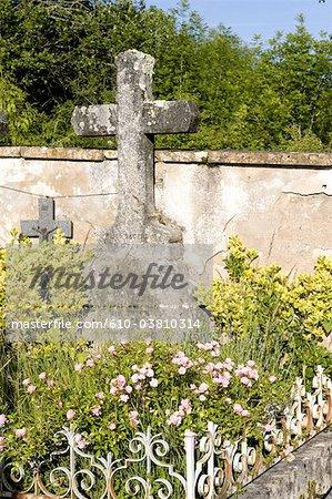 France, Burgundy, Vezelay, cemetery