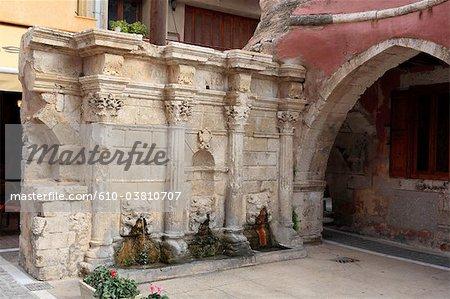 Greece, Crete, Rethymno, Rimondi square, fountain