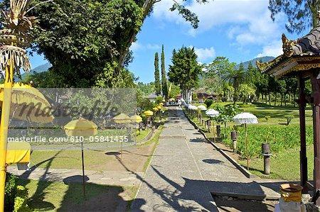 Indonesia, Bali, Ulun Danu Bratan temple, Galunghan festival, alley