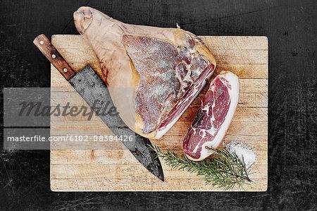 Ham on chopping board
