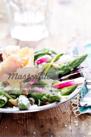 Asparagus salad with salmon