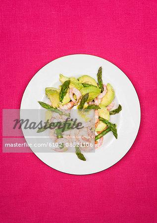 Prawns with avocado and asparagus