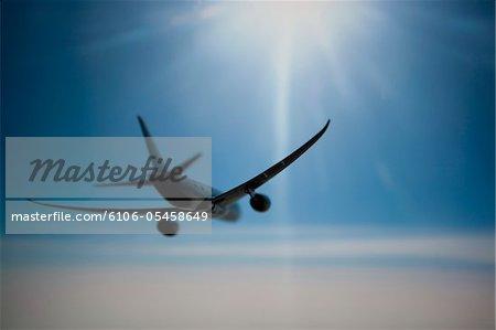 Airplane in flight, rear view