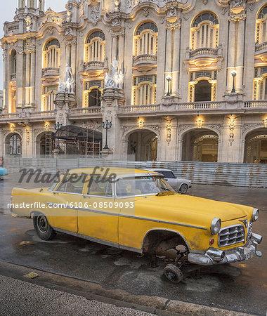 broken down old car in Havana
