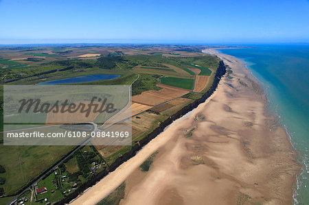 France, Northern France, Pas de Calais. Sangatte-Bleriot-Plage, Front Pignon lake and the beach at the foot of Blanc-Nez Cape.