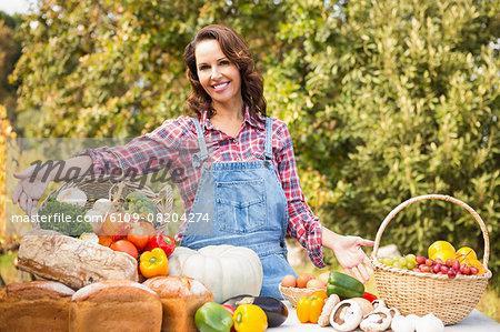 Pretty brunette selling organic vegetables