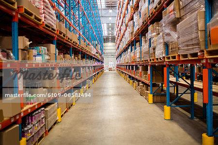 Wide warehouse aisle
