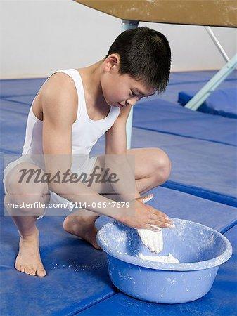 Gymnast putting chalk on his hands