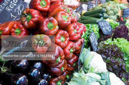 Vegetables for sale, Mercado Central (Central Market), Valencia, Mediterranean, Costa del Azahar, Spain, Europe