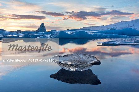Winter sunset over Jokulsarlon, a glacial lagoon at the head of the Breidamerkurjokull Glacier on the edge of the Vatnajokull National Park, South Iceland, Iceland, Polar Regions