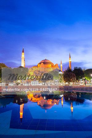 Hagia Sophia (Aya Sofya) (Santa Sofia), UNESCO World Heritage Site, reflection at night, Sultanahmet Square Park, Istanbul, Turkey, Europe