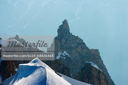 Climbers descending from Aiguille du Midi, Chamonix, Rhone Alpes, Haute Savoie, France, Europe