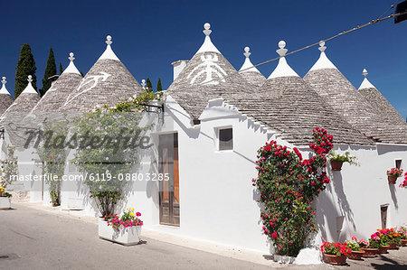 Trulli, traditional houses, Rione Monti area, Alberobello, UNESCO World Heritage Site, Valle d'Itria, Bari district, Puglia, Italy, Europe