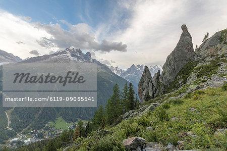 Aiguille du Dru and Aiguille Verte seen from Aiguillette D'Argentiere on the way to Lacs De Cheserys, Haute Savoie, French Alps, France, Europe