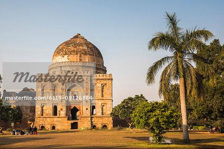 Bara Gumbad and Mosque, Lodhi Gardens (Lodi Gardens), New Delhi, India, Asia