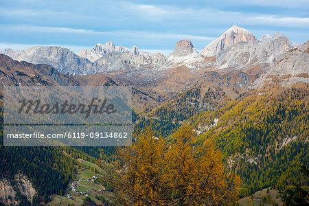Giau Pass area in autumn, Dolomites, Veneto, Italy, Europe