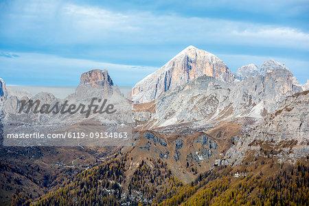 Tofana, Averau, Nuvoalu and Gusela in autumn, Dolomites, Veneto, Italy, Europe