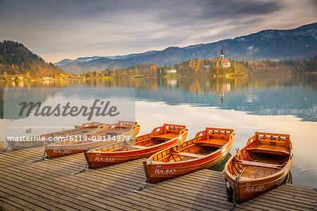 View of rowing boats on Lake Bled and Santa Maria Church (Church of Assumption), Gorenjska, Slovenia, Europe