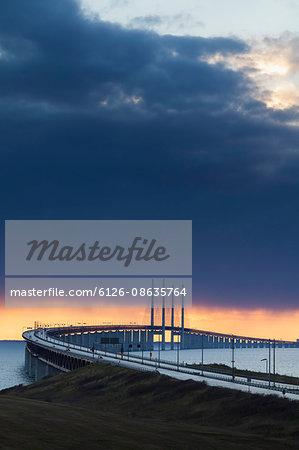 Sweden, Skane, Malmo, Oresund Bridge at dusk