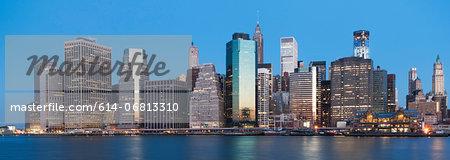 Panoramic view of Manhattan skyline at sunset, New York City, USA