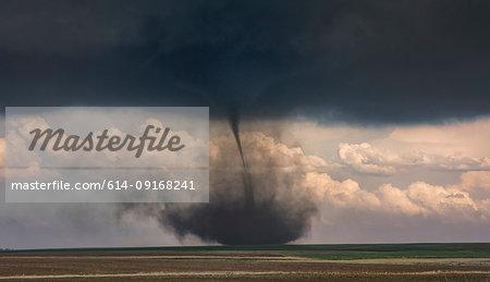 Landspout-tornado hybrid forms on the plains, Cope, Colorado, United States