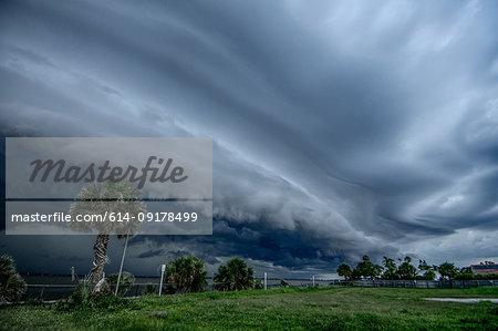 Shelf cloud rolls into Cocoa Beach, Florida, ahead of approaching storm