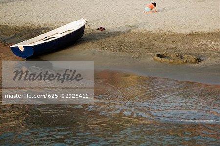 Boat on the beach, Italian Riviera, Cinque Terre National Park, Il Porticciolo, Vernazza, La Spezia, Liguria, Italy