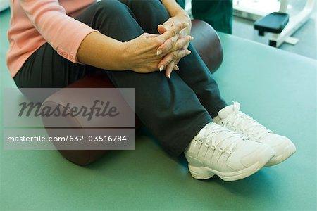 Using exercise cushion for leg stretch exercise