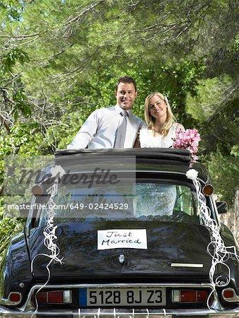 Wedding couple in wedding car