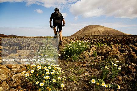 Man mountain biking, Lanzarote