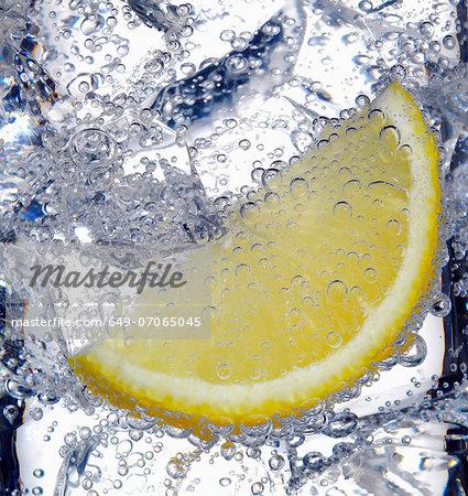 Fizzy lemon juice with ice cubes