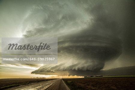 Structured supercell, Leoti, Kansas, USA