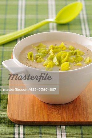 Cream of cauliflower soup with leeks