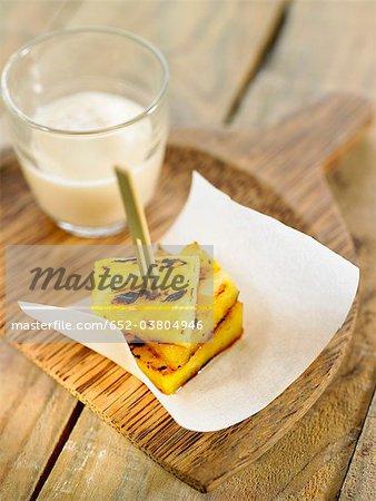 Grilled pineapple brochette and soya-vanilla cream