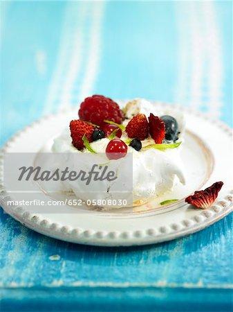 Meringue with summer fruit
