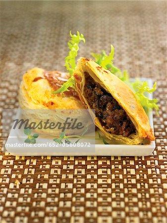Morteruelo and truffle puff pastry pies
