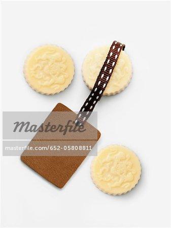Three white chocolates and a blanck tag
