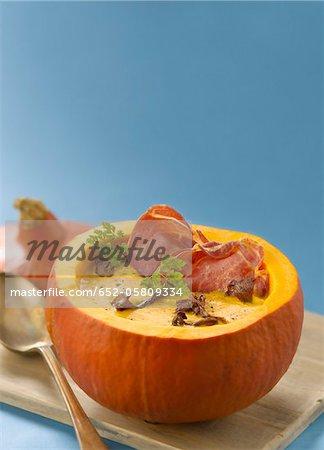 Pumpkin soup with chanterelles and crisp coppa