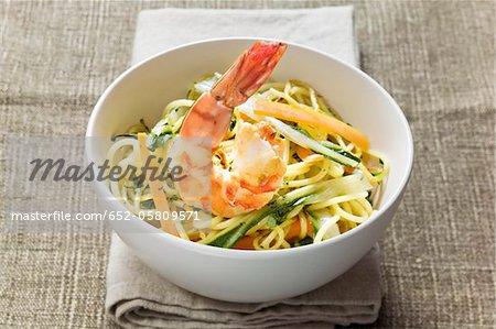 Bowl of noodles and vegetables sauté with shrimp