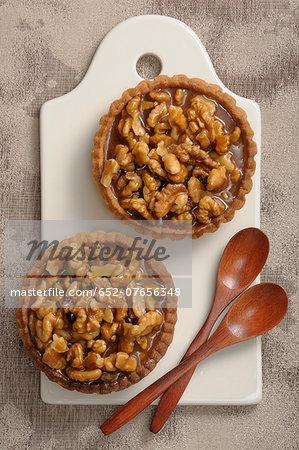 Caramelized walnut tartlets