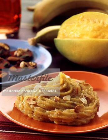 Banana-mango puree with thinly sliced almonds