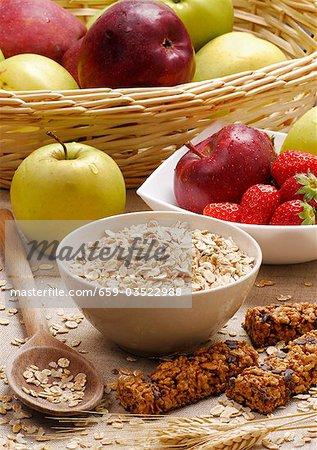 Rolled oats, muesli bars, apples and strawberries